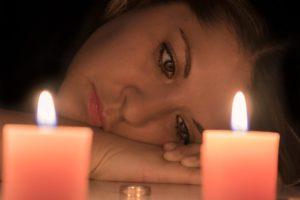 Женщина и свечи