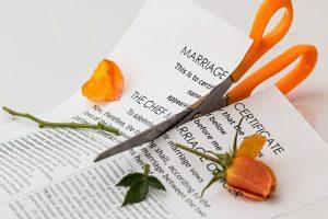 Цветок и ножницы